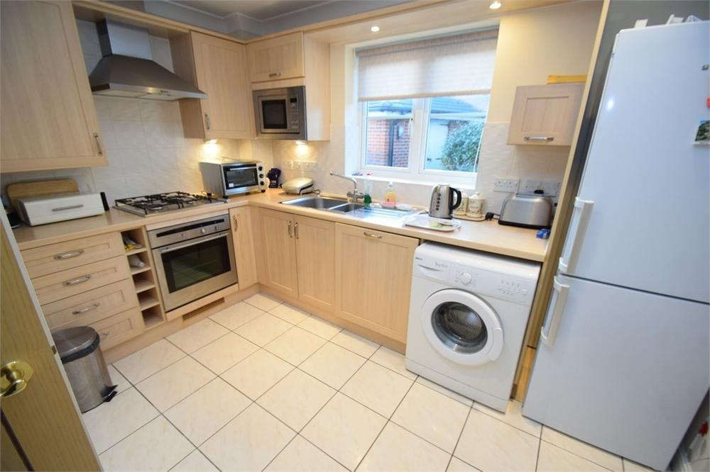 2 Bedrooms Flat for sale in Santa Cruz Drive, Sovereign Harbour, East Sussex
