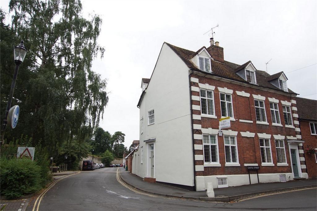 4 Bedrooms End Of Terrace House for sale in Castle Lane, Warwick