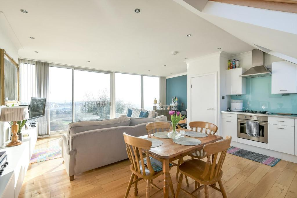 3 Bedrooms Flat for sale in Ross Road, South Norwood, SE25