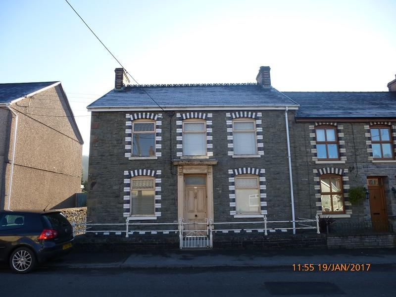 3 Bedrooms End Of Terrace House for sale in Cwmamman Road, Glanamman, Ammanford, Carmarthenshire.