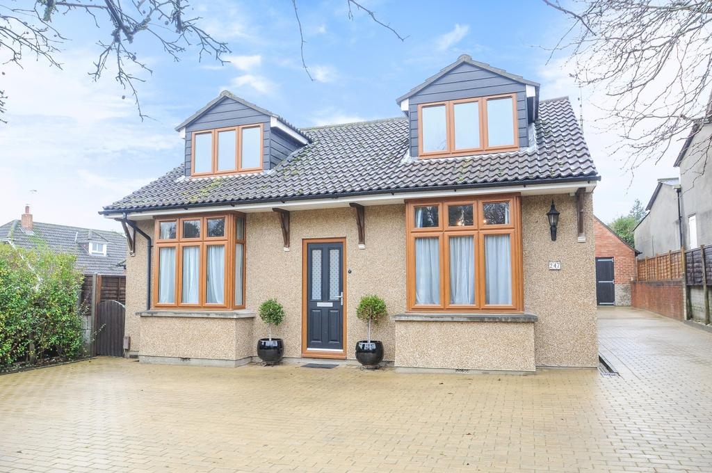 4 Bedrooms Detached House for sale in London Road, Horndean, Horndean, PO8