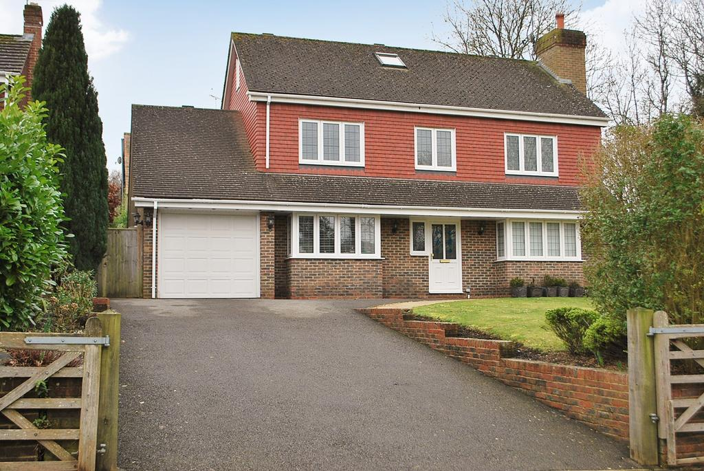 5 Bedrooms Detached House for sale in Tuggles Plat, Warnham, RH12