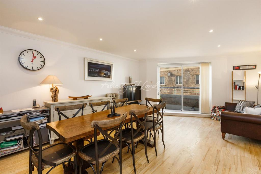 2 Bedrooms Flat for sale in Narrow Street, Canary Wharf, E14