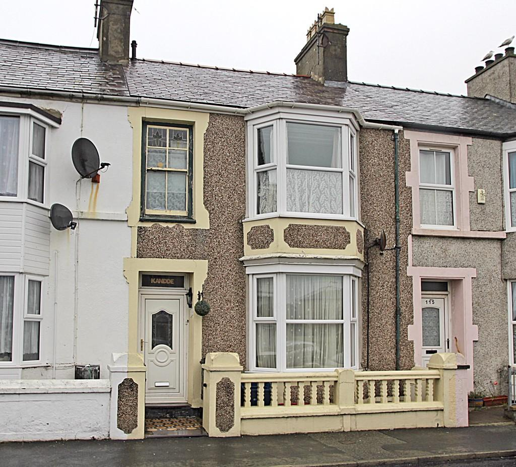 3 Bedrooms Terraced House for sale in London Road, Holyhead, North Wales