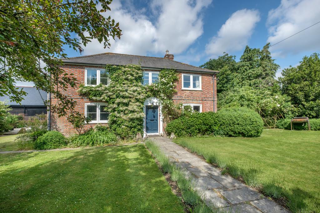 4 Bedrooms Farm House Character Property for sale in A Farmhouse with annexe and outbuildings. Havenstreet, Isle of Wight