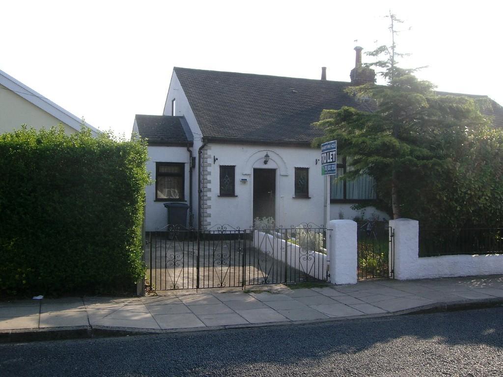 2 Bedrooms Semi Detached Bungalow for rent in Bermuda Road, Moreton
