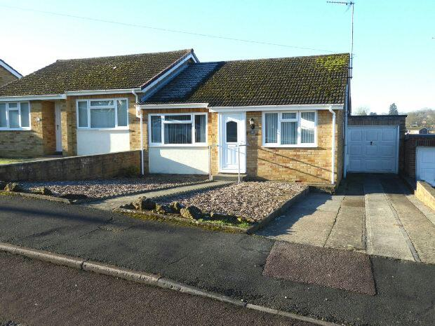 2 Bedrooms Semi Detached Bungalow for sale in Wesley Drive, Banbury