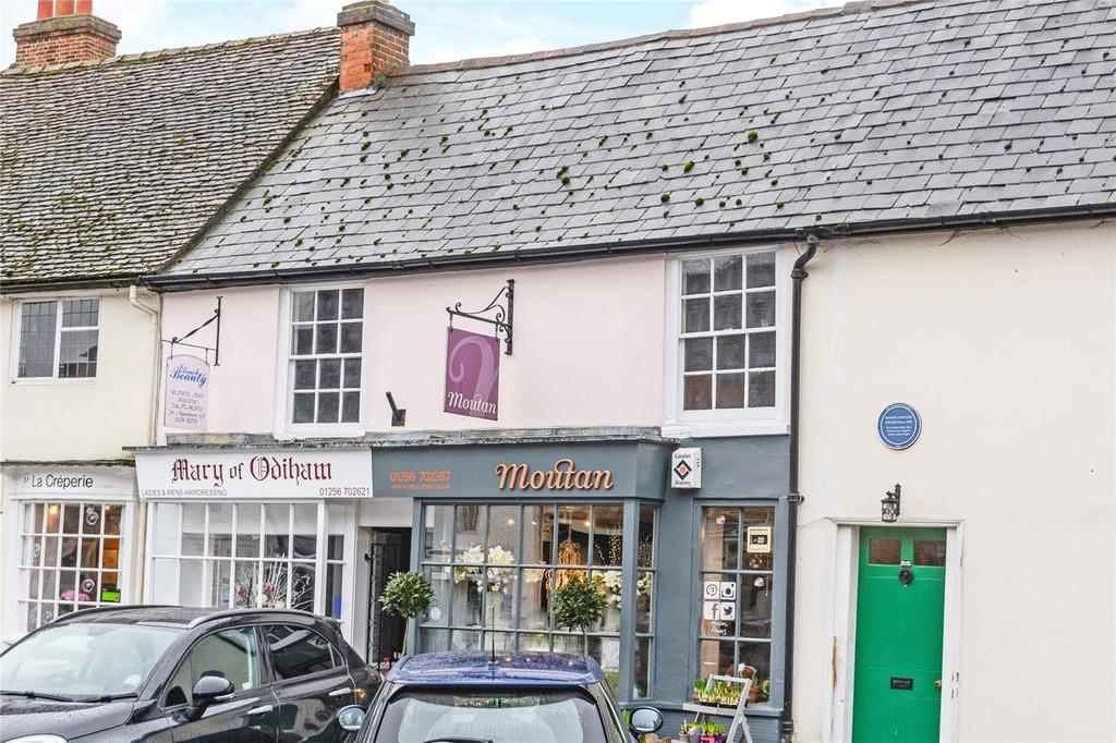 2 Bedrooms Flat for sale in High Street, Odiham, Hook, Hampshire