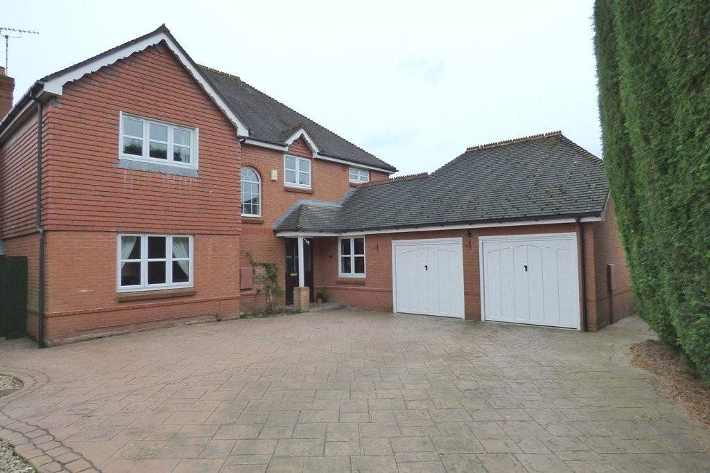 4 Bedrooms Detached House for sale in Meadowbank Avenue, Weston, Stafford