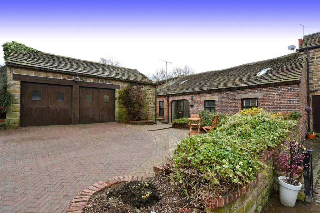 4 Bedrooms Barn Conversion Character Property for sale in Old Hall Mews, Upper Batley