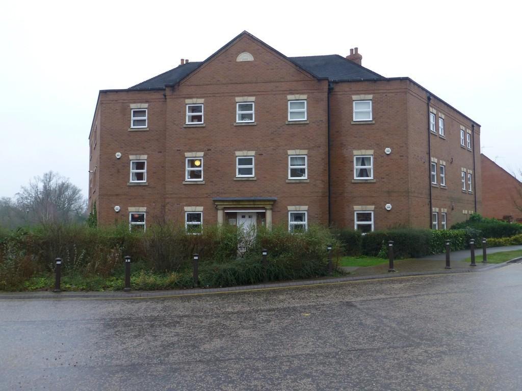 2 Bedrooms Apartment Flat for sale in Rumbush Lane, Dickens Heath