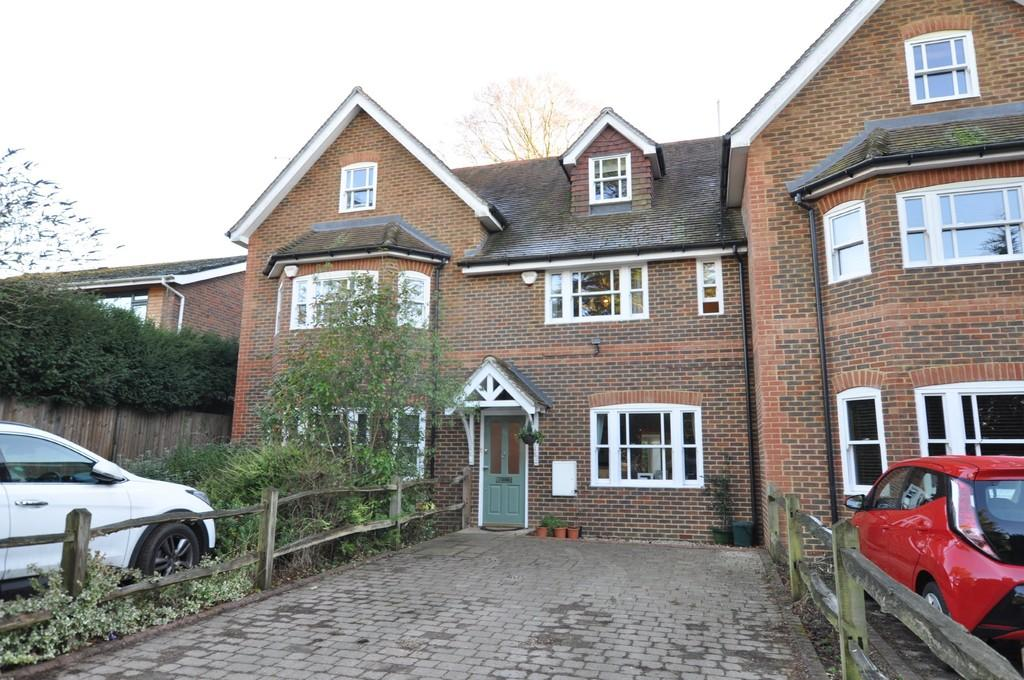 5 Bedrooms Town House for sale in Ivor Close, Guildford