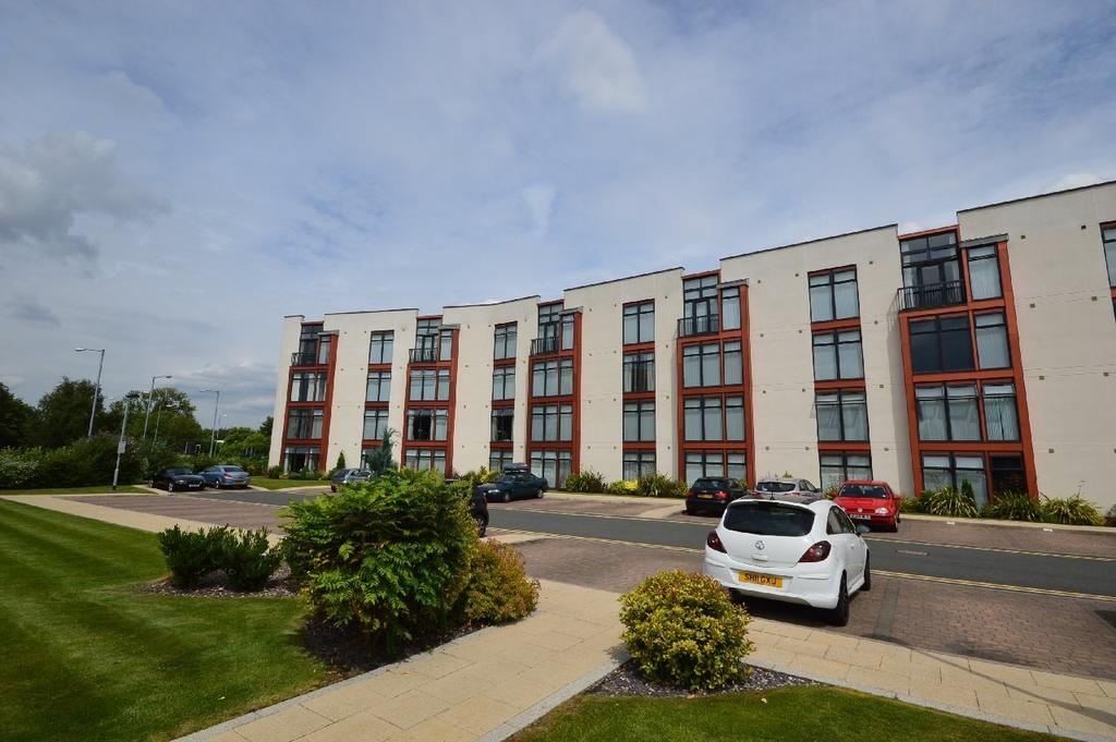 2 Bedrooms Apartment Flat for sale in Beech House, Lauriston Close, Sharston
