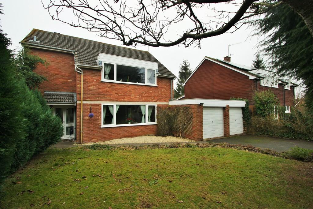 4 Bedrooms Detached House for sale in Manor Green, Warwickshire