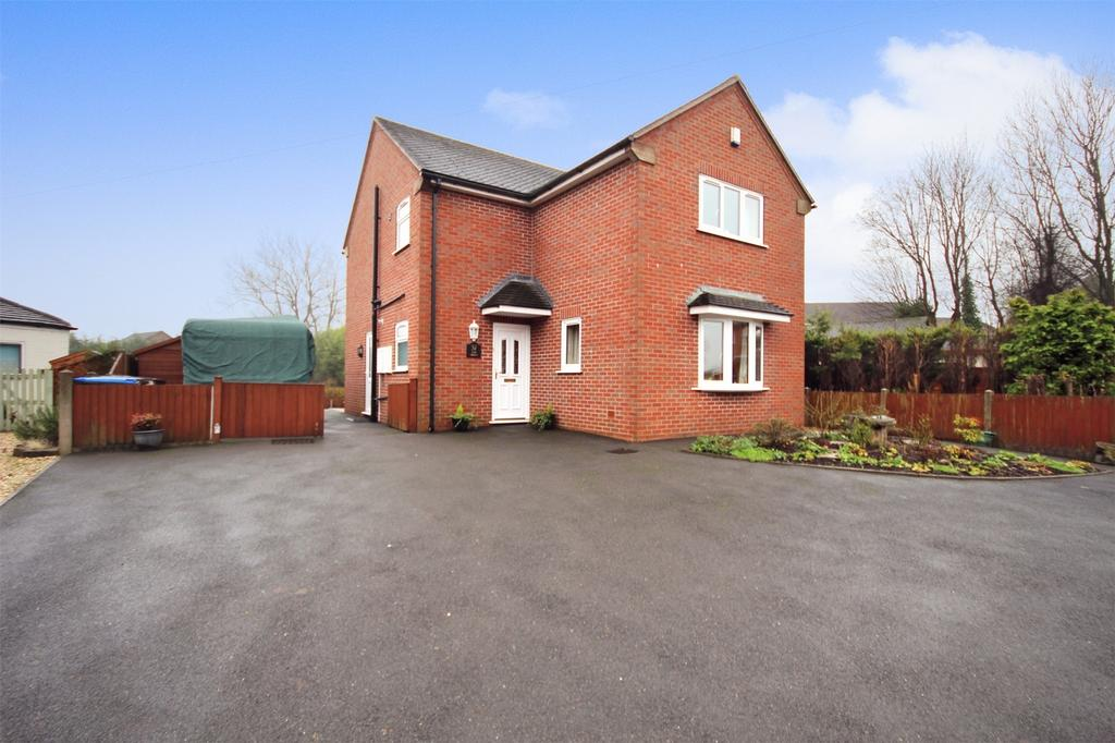 3 Bedrooms Detached House for sale in The Green, Kingsley, Staffordshire