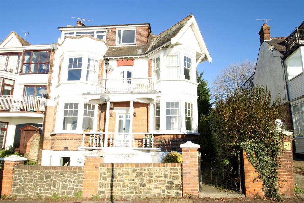 2 Bedrooms Flat for sale in Grand Parade, Leigh-On-Sea