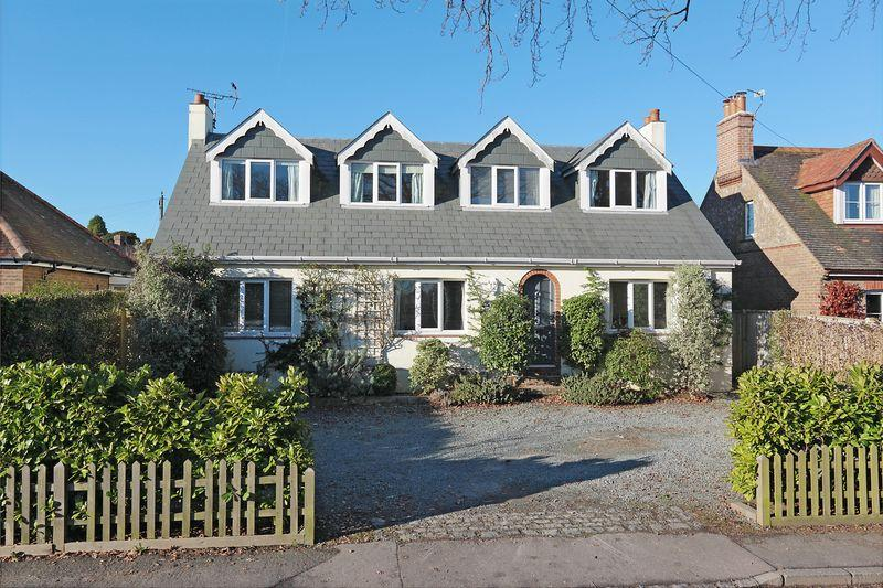 4 Bedrooms Detached House for sale in Green Lane, Crowborough, East Sussex