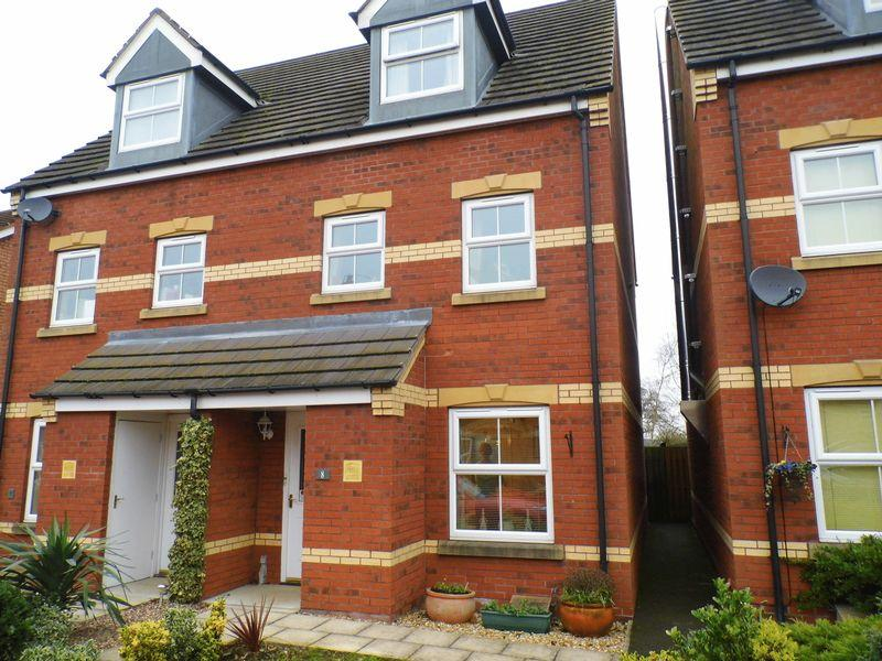 3 Bedrooms Town House for sale in Acre Close, MARKET RASEN