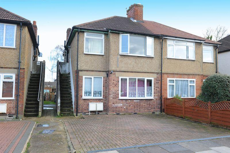 2 Bedrooms Maisonette Flat for sale in Braund Avenue, Greenford