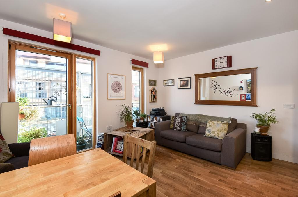 2 Bedrooms Flat for sale in Oyster Court, Crampton St., SE17