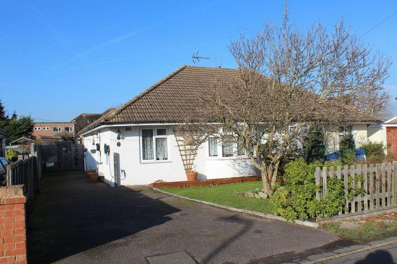 2 Bedrooms Semi Detached Bungalow for sale in Paddock Wood