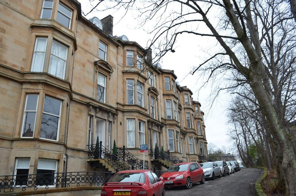 2 Bedrooms Flat for rent in Bowmont Gardens, Flat 2/2, Dowanhill, Glasgow, G12 9LR