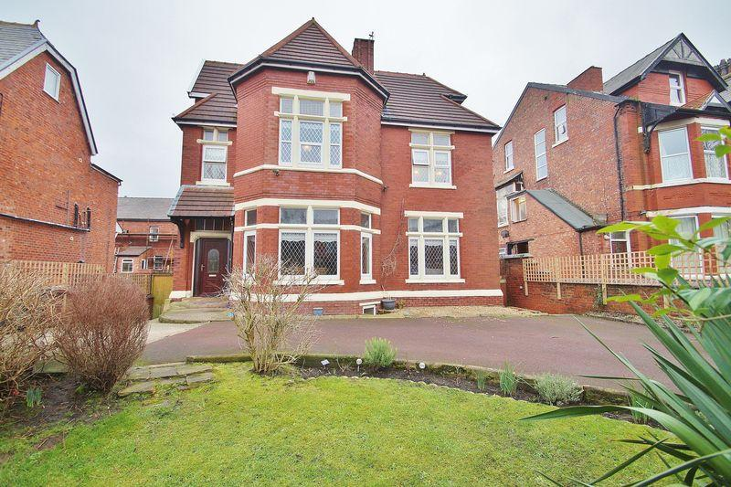 8 Bedrooms Detached House for sale in Knowsley Road, Southport