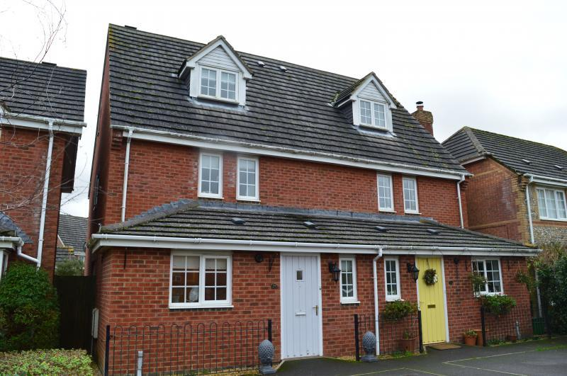 4 Bedrooms Semi Detached House for sale in Kennedy Meadow, Hungerford, RG17