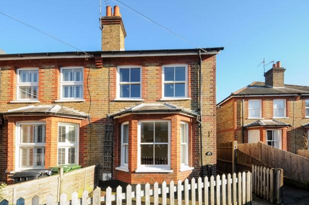 3 Bedrooms Semi Detached House for sale in Grove Road, Ashtead, KT21