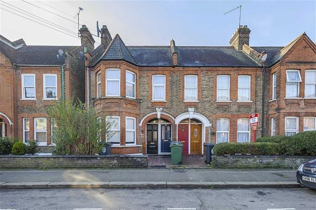 2 Bedrooms Flat for sale in Blyth Road, Walthamstow