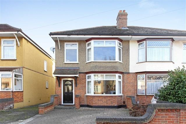 3 Bedrooms House for sale in Bush Elms Road, Hornchurch