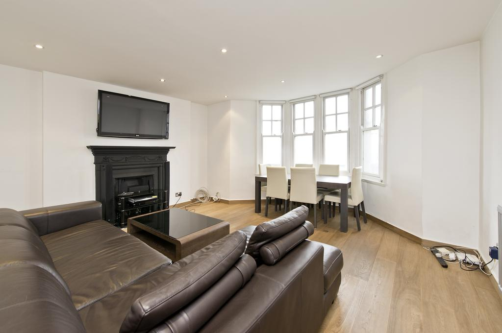 2 Bedrooms Flat for sale in College Court, Queen Caroline Street, Hammersmith, London