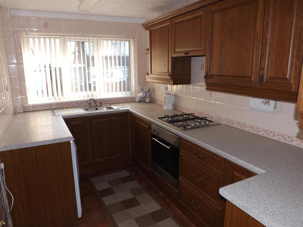 2 Bedrooms Semi Detached Bungalow for sale in Heathfield Avenue, St. Helens