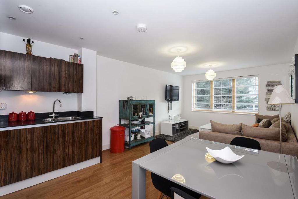 2 Bedrooms Flat for sale in Mildmay Avenue, Islington, N1