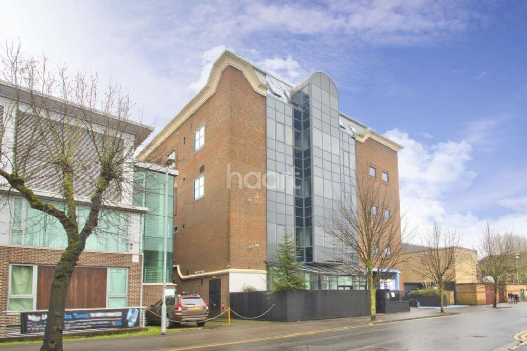 2 Bedrooms Flat for sale in Park Road, Peterborough