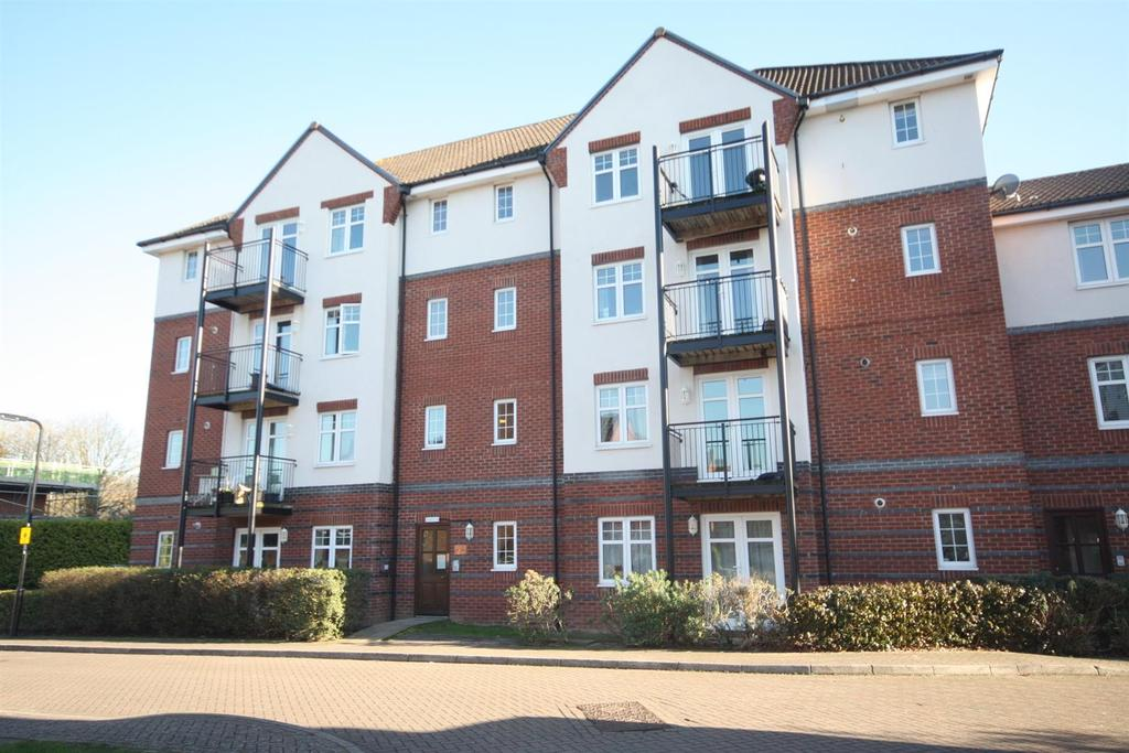 2 Bedrooms Flat for sale in Loveridge Way, Eastleigh