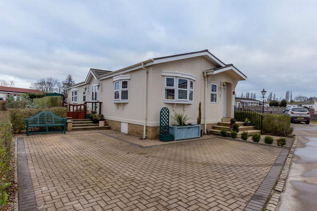 2 Bedrooms Park Home Mobile Home for sale in The Vines, Acaster Malbis, York