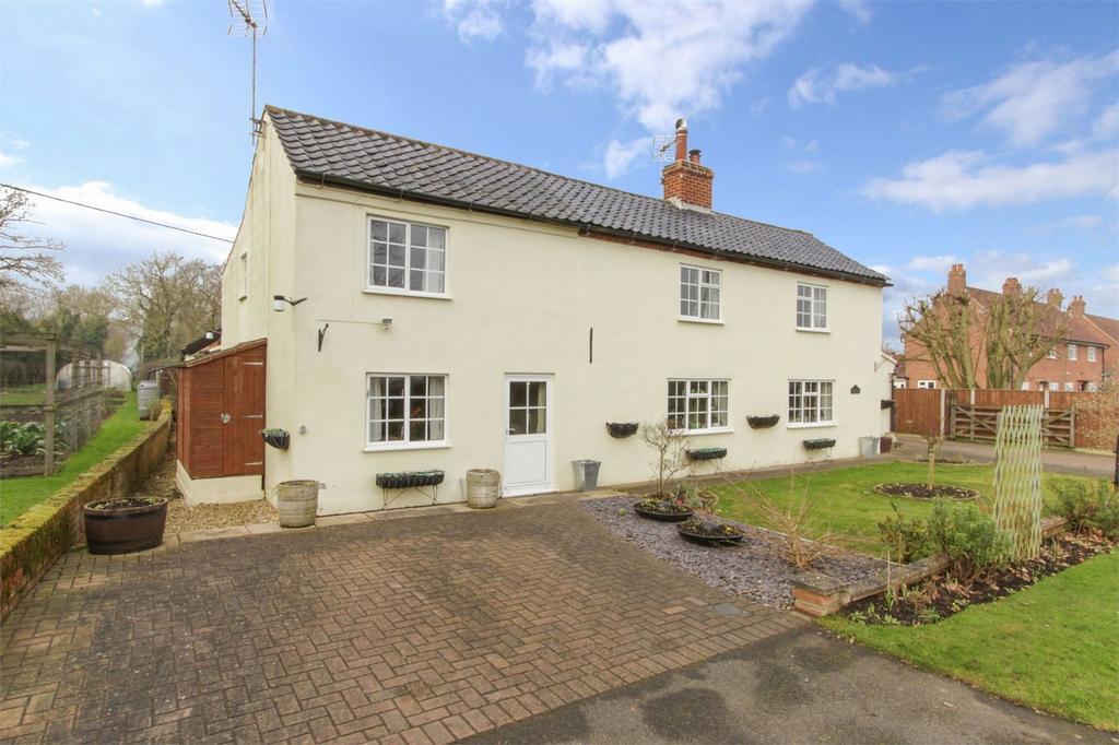 4 Bedrooms Cottage House for sale in Cottage, Dereham Road, Westfield, Norfolk