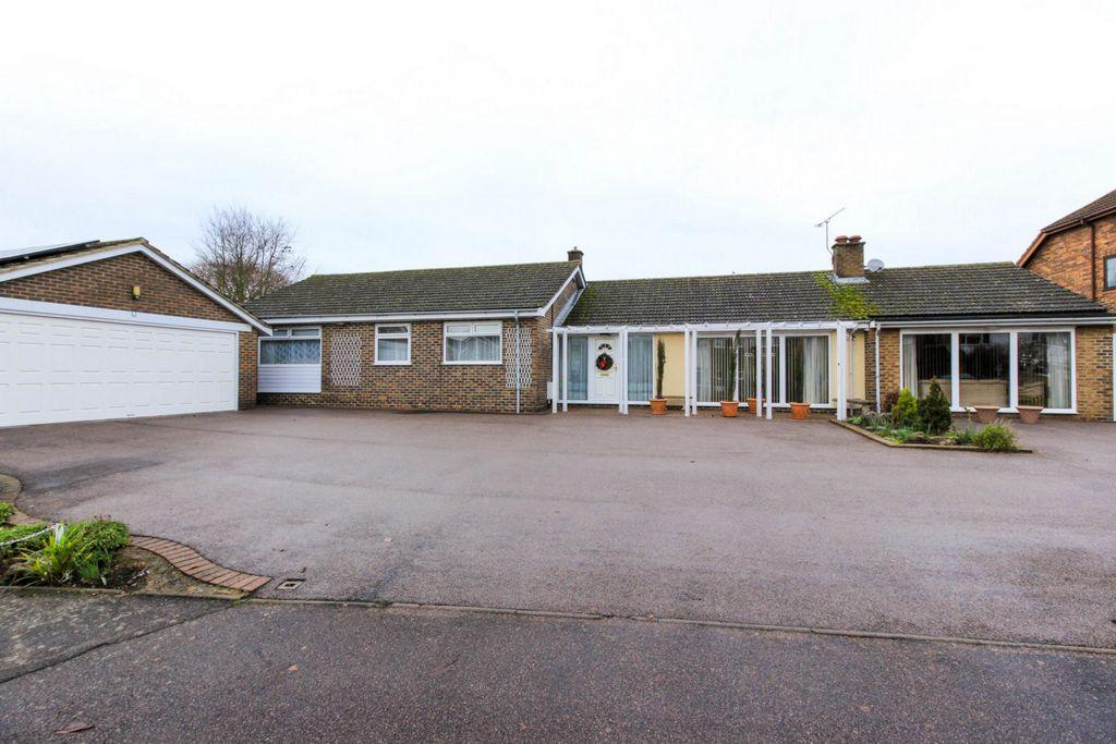 3 Bedrooms Bungalow for sale in Tithe Close, Codicote, SG4