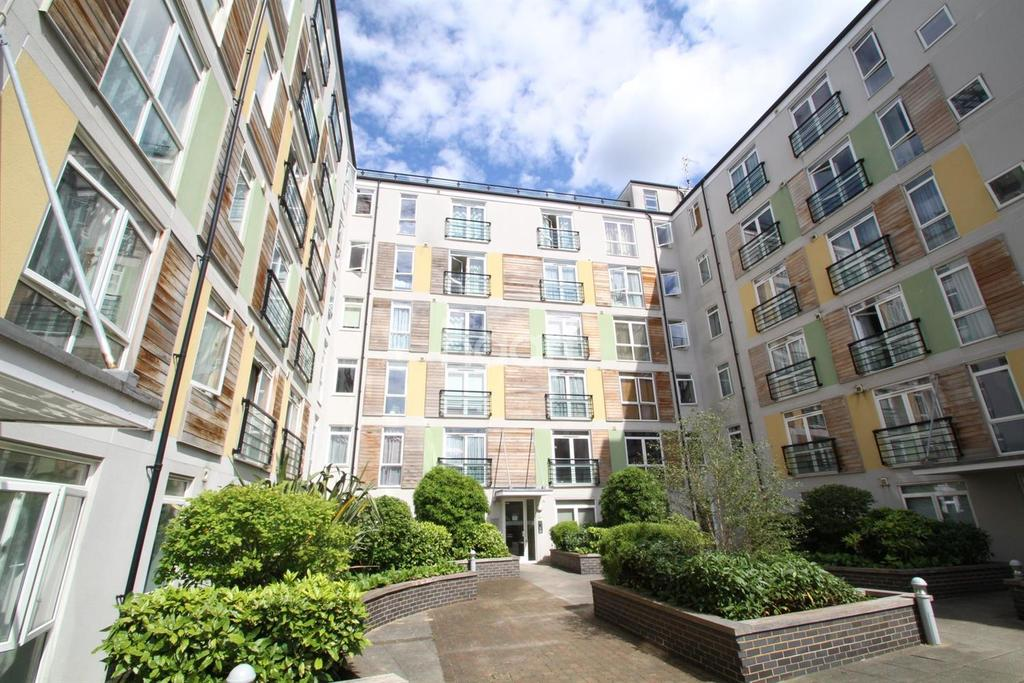 2 Bedrooms Flat for sale in Foster House, Maxwell Road