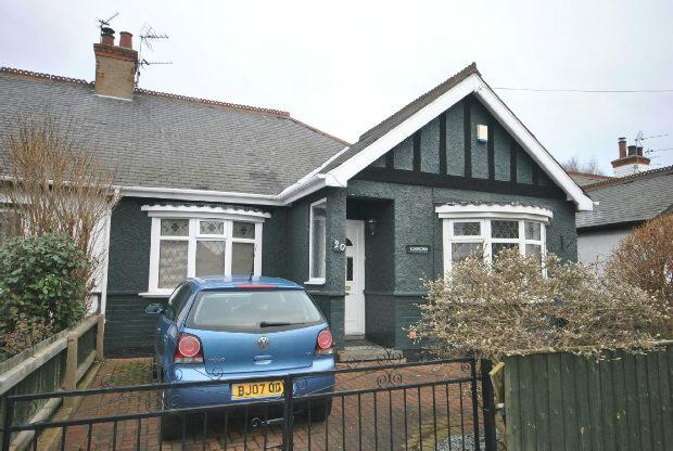 3 Bedrooms Semi Detached Bungalow for sale in Parker Street, CLEETHORPES