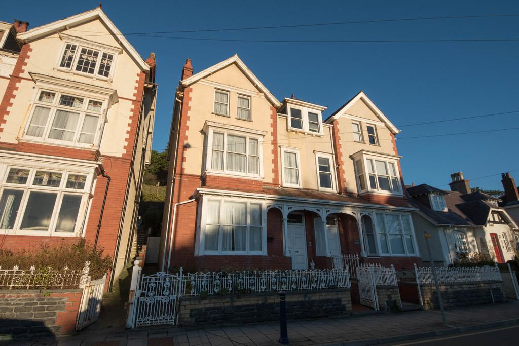 6 Bedrooms Semi Detached House for sale in North Road, Aberystwyth