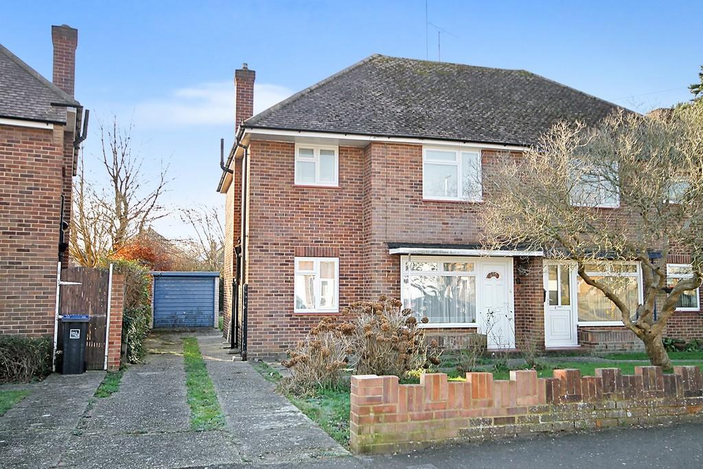 3 Bedrooms Semi Detached House for sale in Nelson Road, Goring-by-sea, BN12 6EG