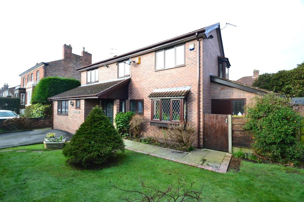 4 Bedrooms Detached House for sale in Temple Road, Sale