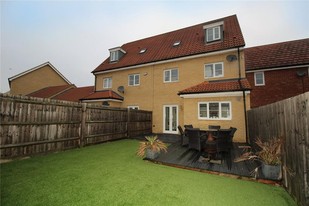 4 Bedrooms Terraced House for sale in School Avenue, Laindon, Essex, SS15