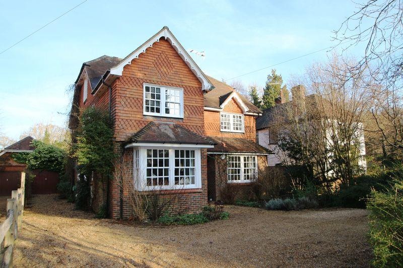 6 Bedrooms Detached House for sale in Grove Road, Cranleigh