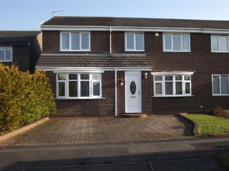 4 Bedrooms Semi Detached House for sale in Hampton Close, Eastfield Glade - Four Bed Extended Semi Detached Property