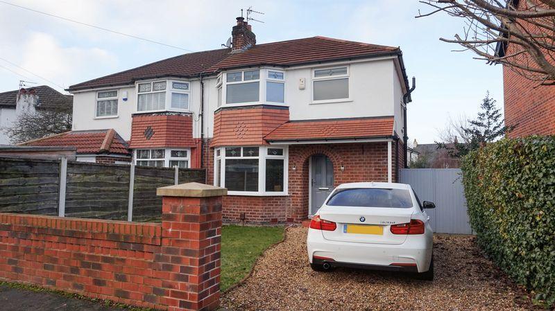 3 Bedrooms Semi Detached House for sale in Heyes Lane, Timperley
