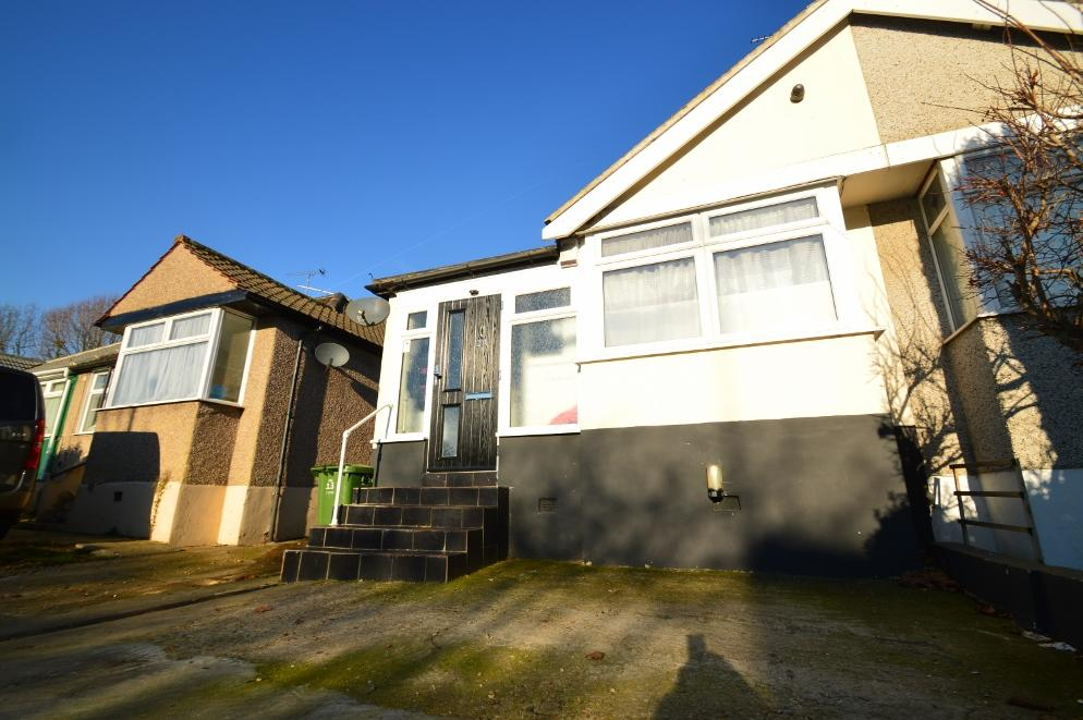 2 Bedrooms Semi Detached Bungalow for sale in Rushdene Road, AbbeyWood SE2