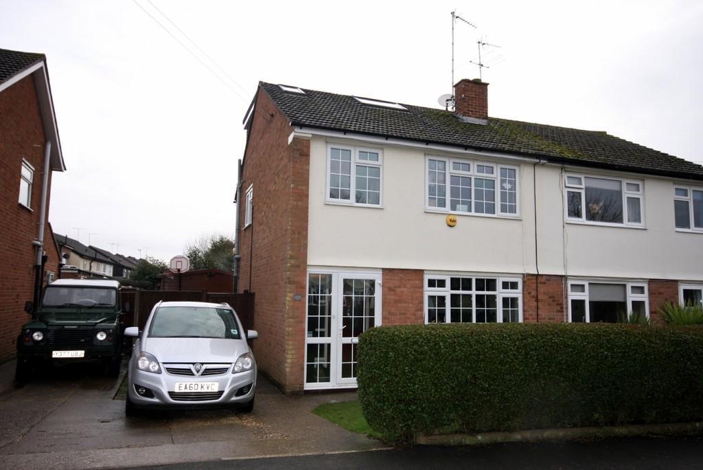 4 Bedrooms Semi Detached House for sale in Fishers Mead, Puckeridge